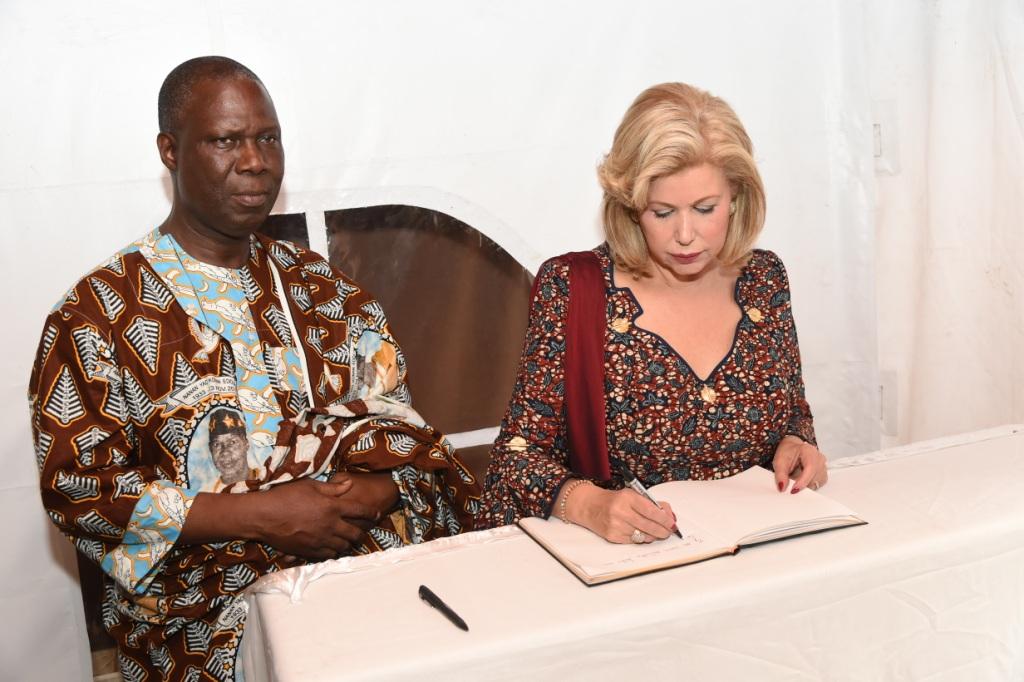 La Première Dame, Dominique Ouattara aux côtés des Ministres Maurice Kouakou Bandama et Abinan K. Pascal