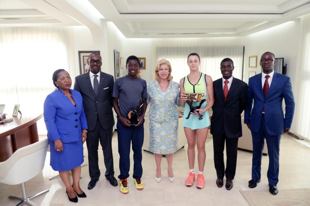 Dominique Ouattara a reçu les lauréats