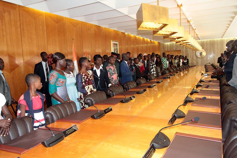 Les meilleurs élèves de Côte d'Ivoire visitent le Palais de la Présidence de la République.