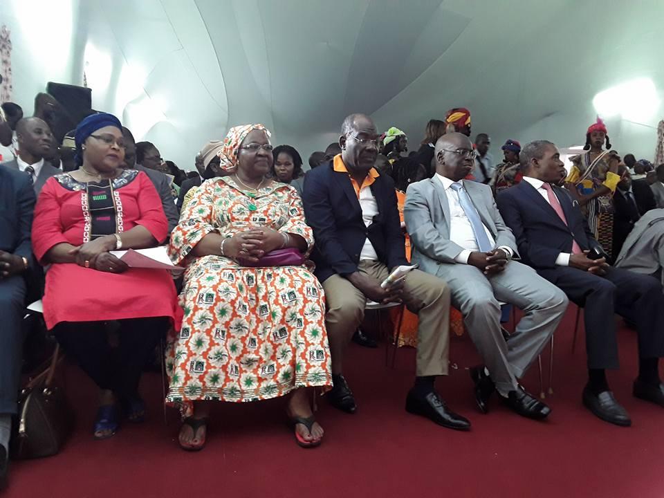 Lutte pour le pouvoir en Côte d'Ivoire, lutte pour les contre-pouvoirs au Kenya.