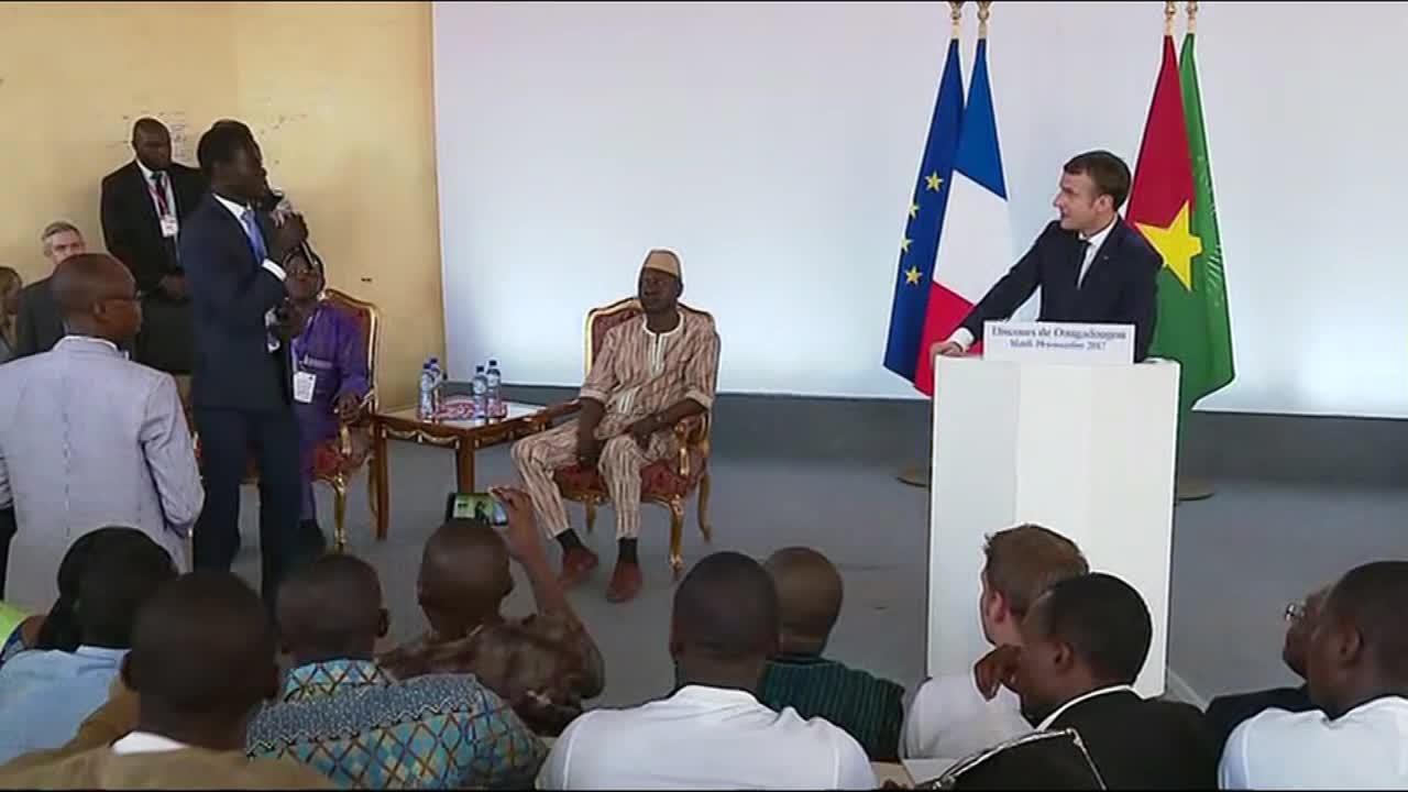 Face-à-face entre  Macron et les étudiants de l'Université Ouaga: