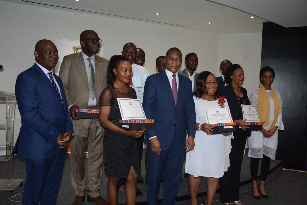 Neuf Lauréats des prix nationaux d'excellence primés par Koné Bruno