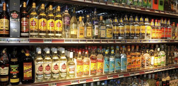 Boire du rhum prolonge l'espérance de vie de 20 ans.