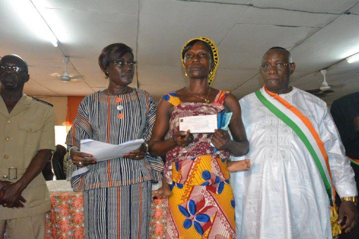 Depuis Toulepleu, Mariatou Koné appelle à la vigilance des victimes et se veut catégorique: «Le Ministère n'a mandaté personne pour agir,  en son nom,  auprès victimes».