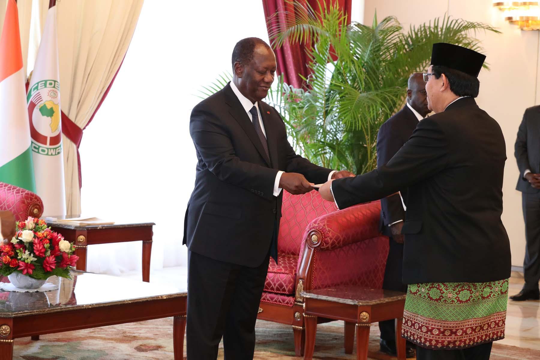 Le Chef de l'Etat a reçu les lettres de créance de cinq nouveaux Ambassadeurs accrédités en Côte d'Ivoire