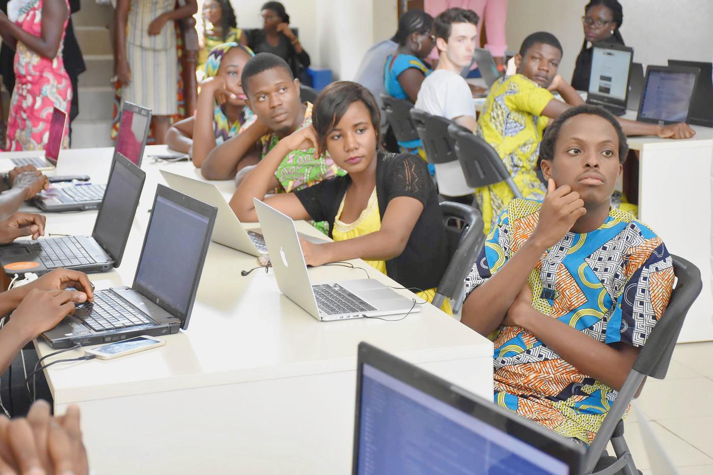 Le Forum africain appelle à accélérer les actions visant à encourager les jeunes africains à acquérir des compétences numériques pertinentes pour l'emploi