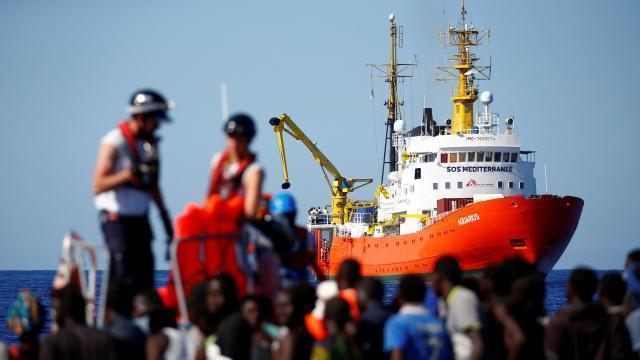 Méditerranée : l'Espagne accueillera les 629 migrants secourus par l'Aquarius