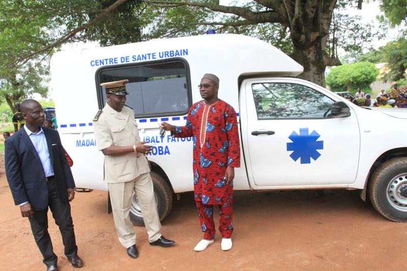 Cote d'Ivoire -Santé : le centre de santé urbain de Kanoroba équipé d'une nouvelle ambulance