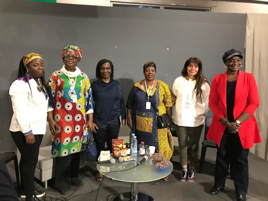 De la fève à la tablette:   Les nouvelles ambitions chocolatières de la Côte d'Ivoire met à l'honneur les femmes de la cacaoculture