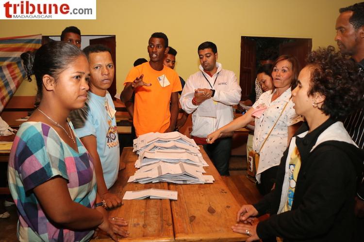 Election présidentielle à Madagascar: Marc Ravalomanana et Andry Rajoelina au coude à coude