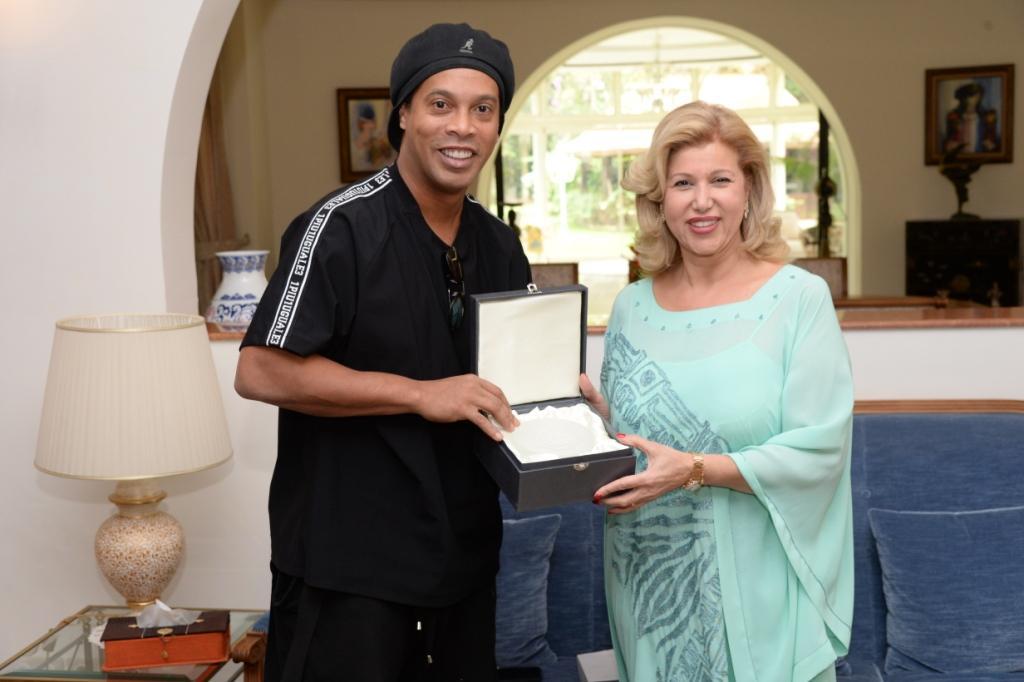Action humanitaire : Don de la  Fondation Ronaldinho  à la Fondation Children Of Africa