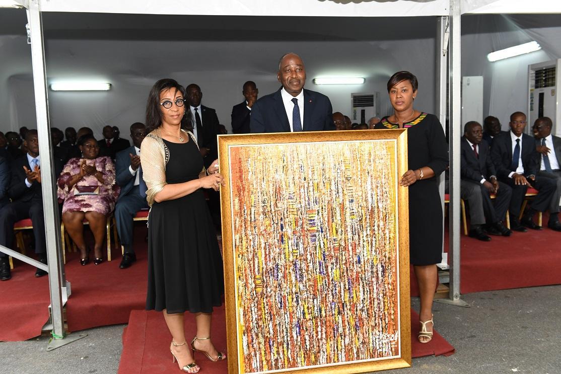 Voeux de nouvel an : le personnel offre un tableau au Premier Ministre Amadou Gon Coulibaly