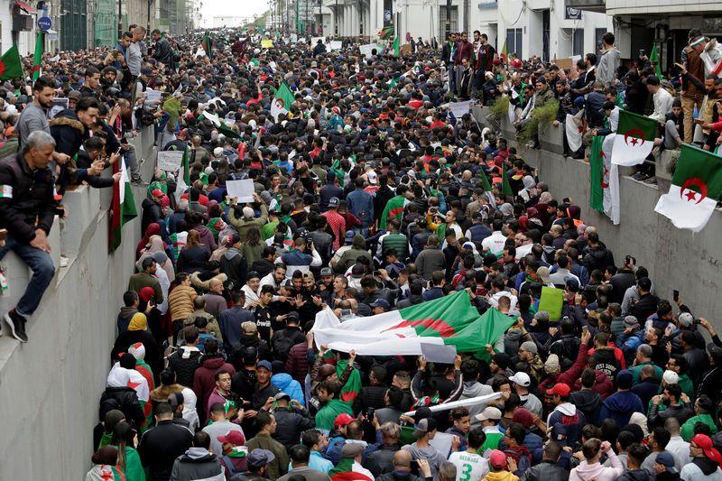 Historique rassemblement des magistrats devant la cour d'Alger