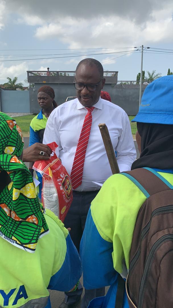 Côte d'Ivoire : Ouattara Lacina donne la joie aux balayeuses de rue, au nom de Ouattara