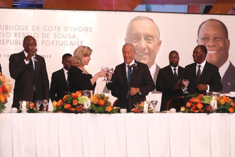 Le Chef de l'Etat et la Première Dame ont offert un dîner officiel en l'honneur du Président portugais