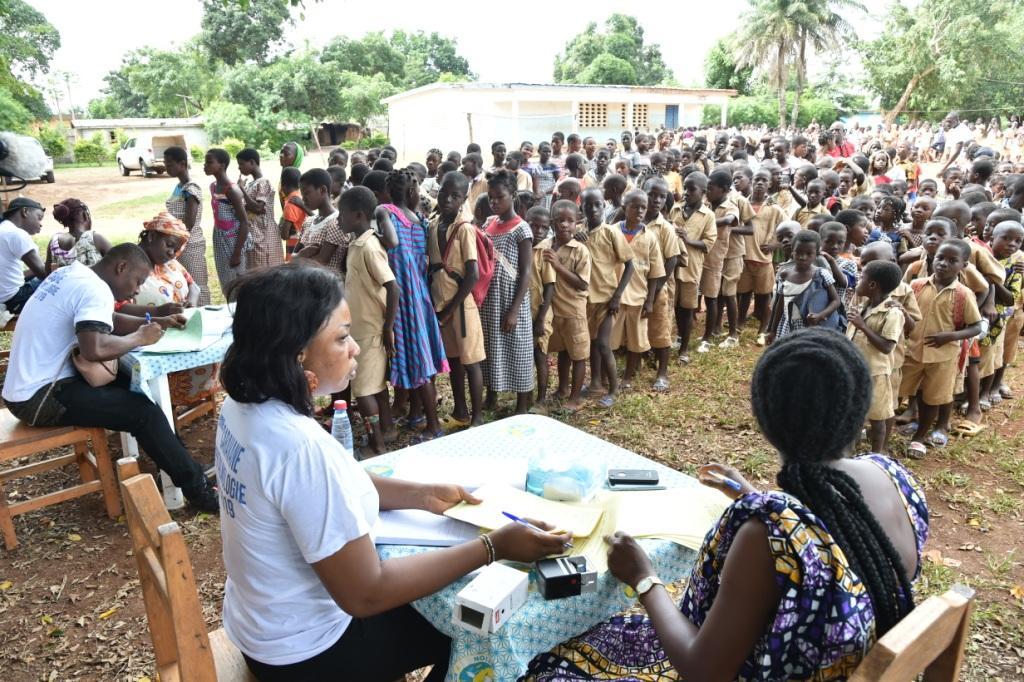 6ème caravane ophtalmologique de Children Of Africa :  Les ophtalmologistes de Children Of Africa offrent des soins aux enfants de Logoualé et Bongouiné