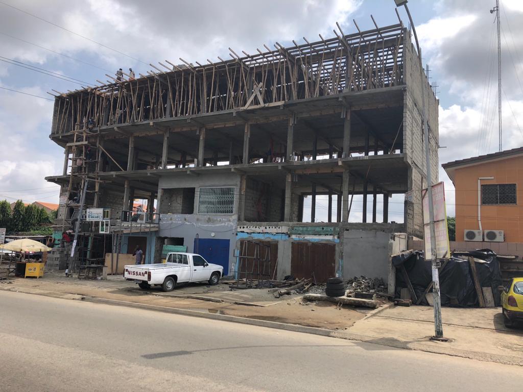 Cote d'Ivoire : Les internautes font démolir un immeuble à Cocody