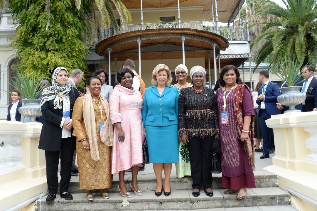 Sommet  Russie-Afrique:   La Première Dame Dominique Ouattara visite la maison d'été de Staline et le parc  Dendrary