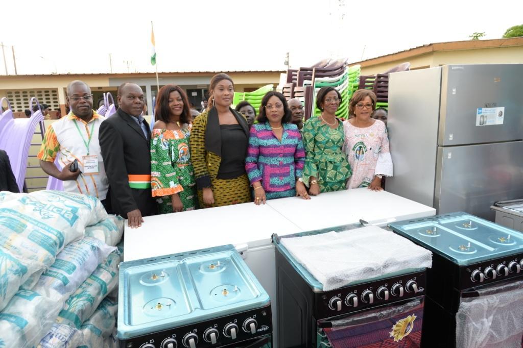 En marge de la visite d'état dans le Hambol  : Dominique Ouattara fait des dons aux structures de protection de l'enfance
