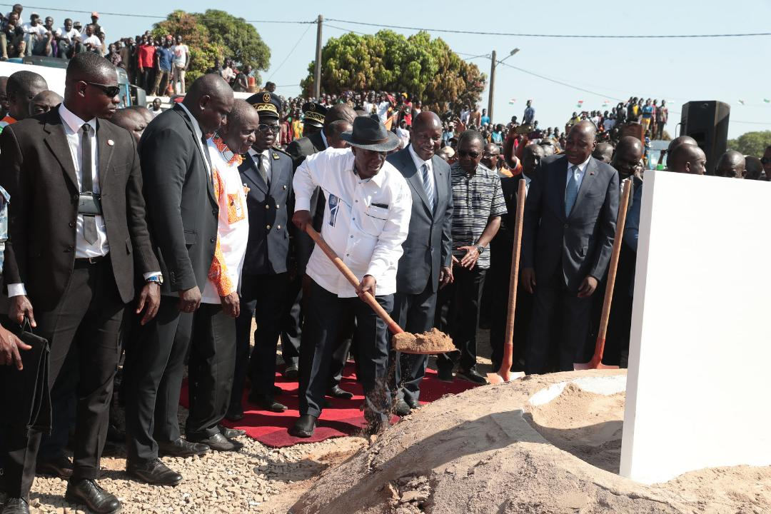 Etape de Dabakala: Ouattara lance le bitumage d'une route de 84km
